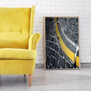 Żółty fotel uszak w sztruksie