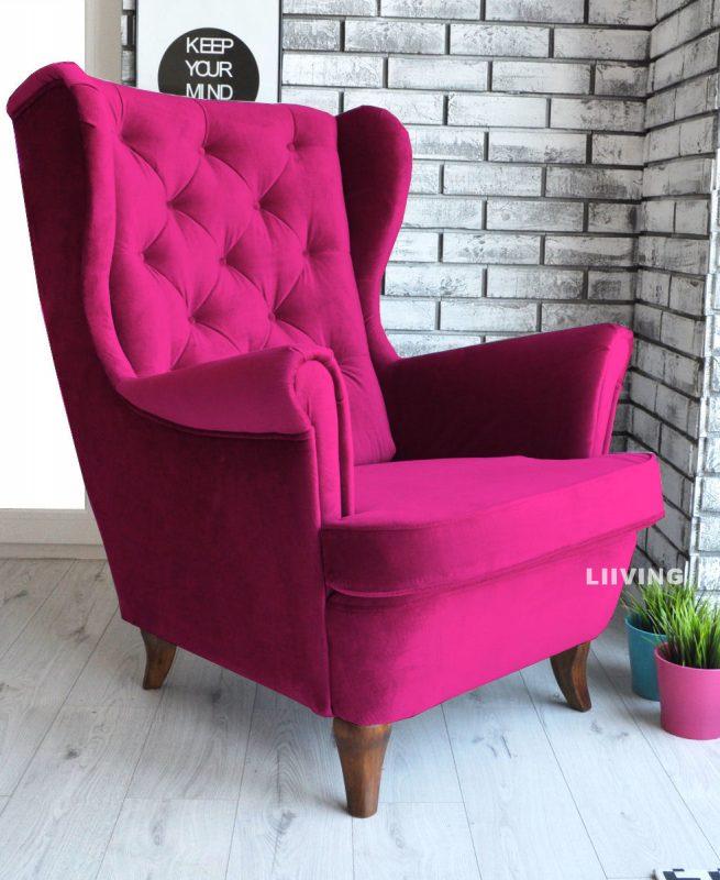 fotel w kolorze fuksja
