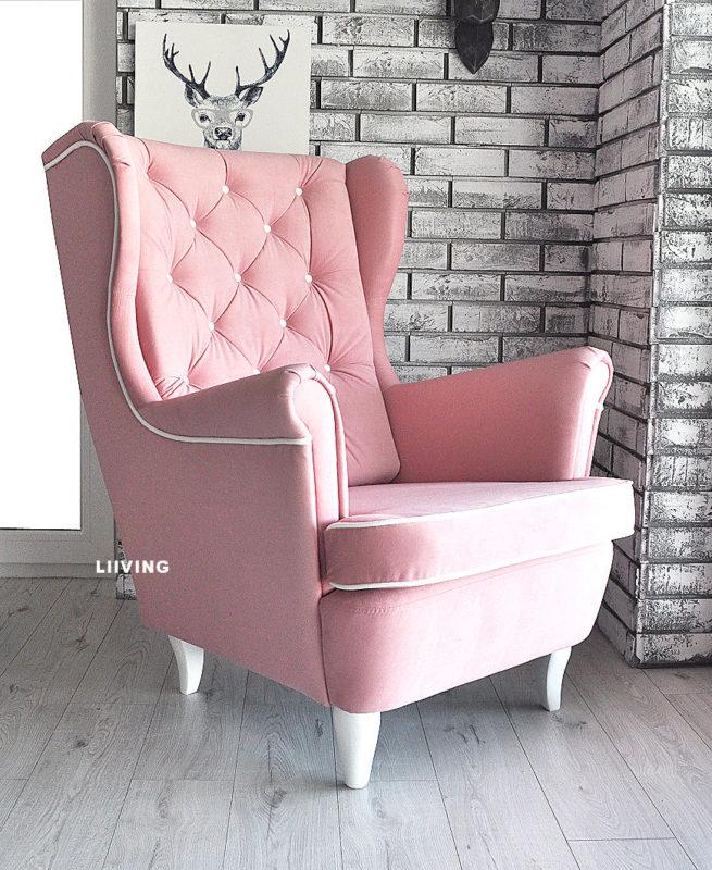 fotel w jasnym różu